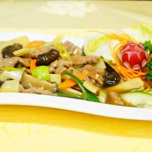 Beef with bamboo sprouts and mushrooms